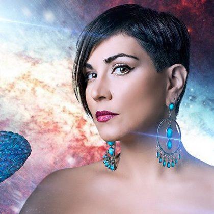 Мария-Генриэтта — лидер группы Сапфировый Феникс.